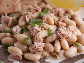 salad made with tuna and cannellini beans